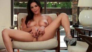 Sunny leone ka horny masturbation video